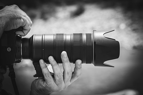 dslr with telephoto lens